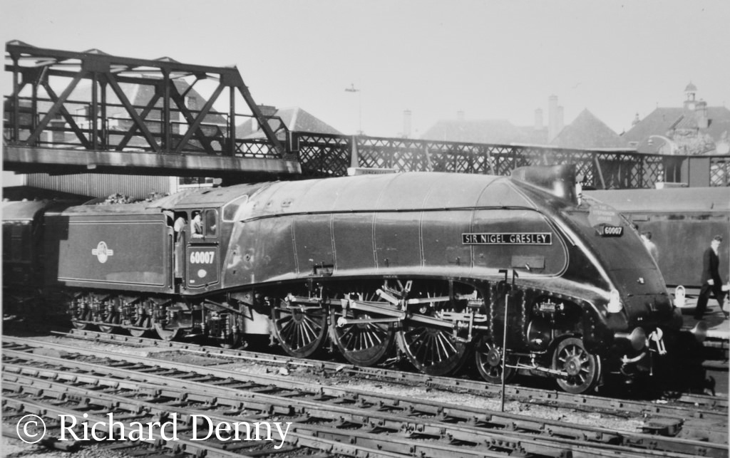 60007 Sir Nigel Greseley at Doncaster heading the train it achieved a recorded speed of 112mph - May 1959.jpg