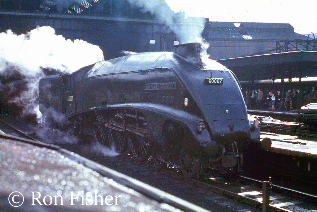 60007 Sir Nigel Gresley at Kings Cross - September 1961.jpg