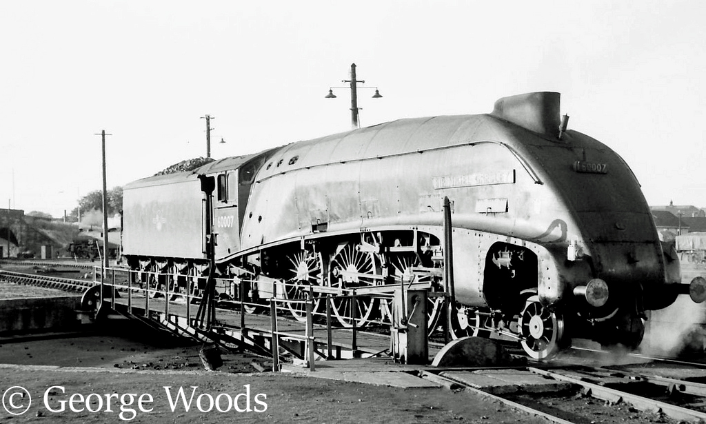 60007 Sir Nigel Gresley at Perth - June 1965.jpg