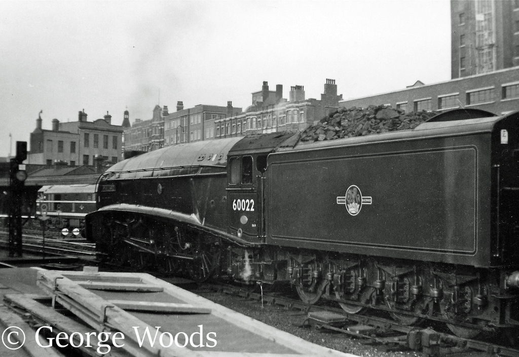 60022 Mallard at Kings Cross - June 1961.jpg