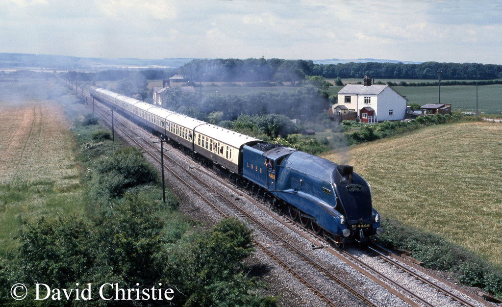 60022 Mallard at Seamer - July 1986.jpg
