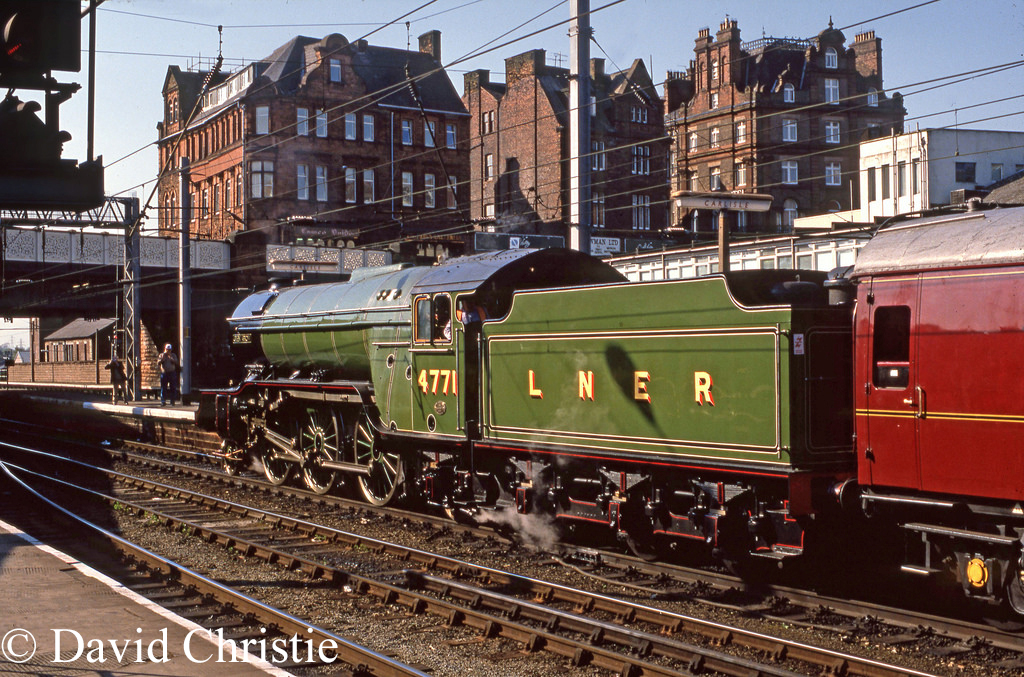 60800 Green arrow at Carlisle - May 1989.jpg