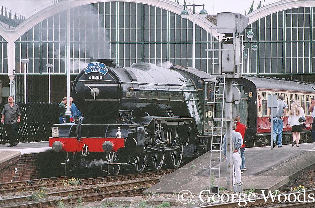 60800 Green arrow at Hull - September 1999.jpg