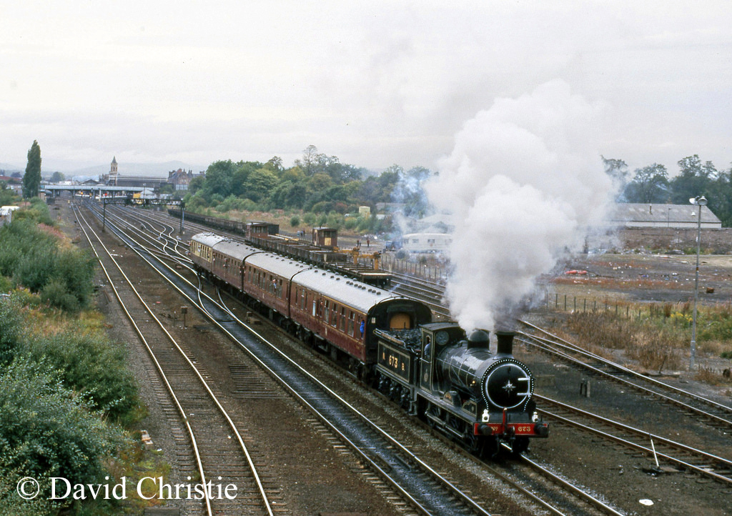 65243 Maude leaving Perth - September 1986.jpg
