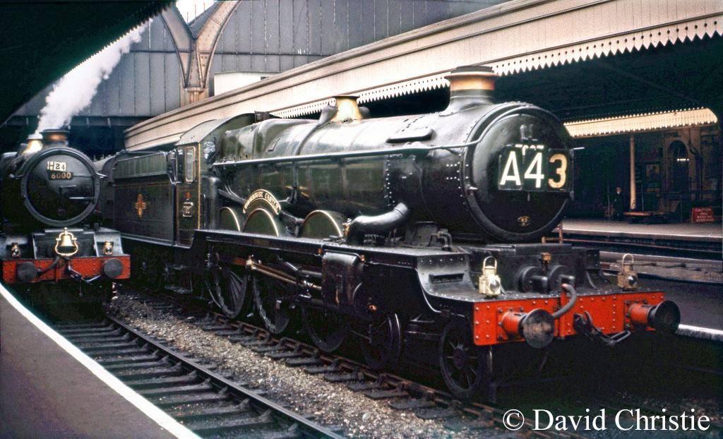 7027 Thornbury Castle alsongside 6000 King George V at Paddington - September 1962.jpg