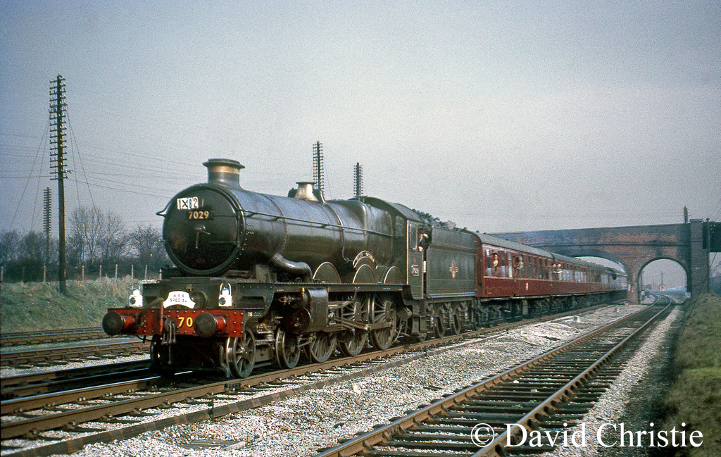 7029 Clun Castle near Banbury - April 1965.jpg