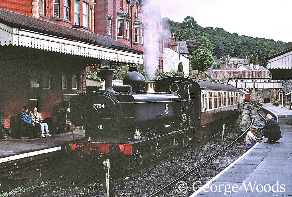 7754 at Llangollen - October 2001.jpg