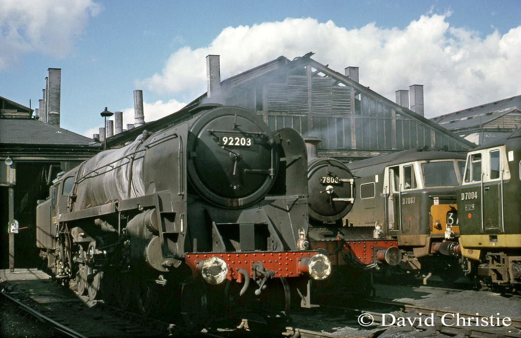 92203 on Swindon shed next to 7808 Cookham Manor and two Hymeks - November 1967.jpg