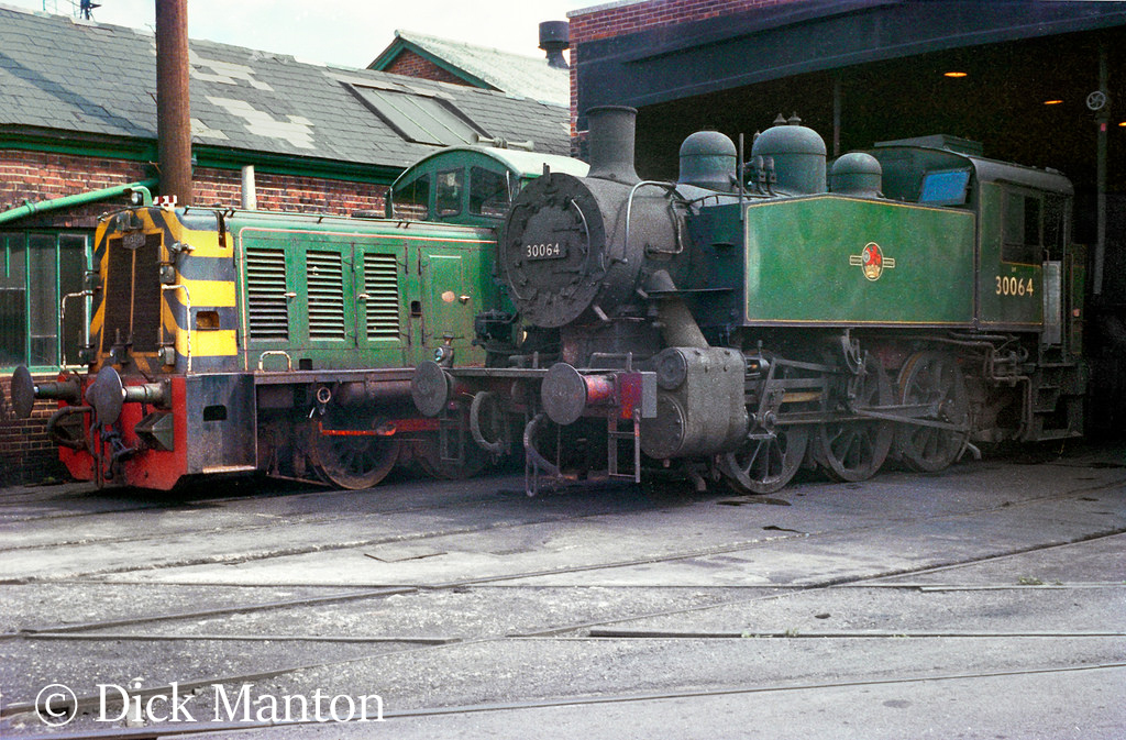 30064 on the shed at Southampton Docks with replacement diesel .jpg