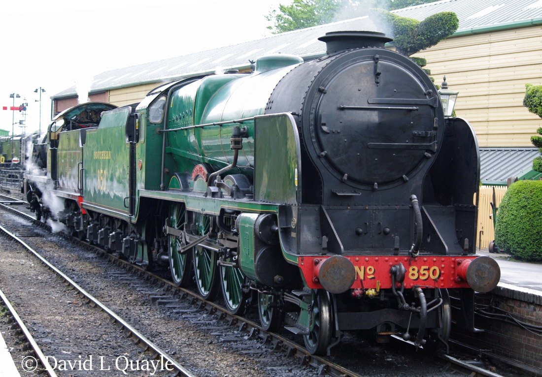 This image has an empty alt attribute; its file name is 30850-lord-nelson-with-31806-at-ropley-on-the-mid-hants-railway-june-2011.jpg