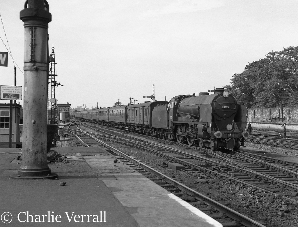 30925 Cheltenham arriving at Salisbury with a train from Plymouth to Waterloo - September 1962.jpg