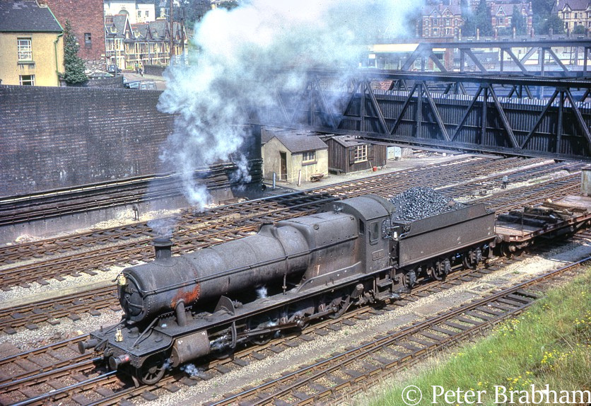 This image has an empty alt attribute; its file name is 3814-heads-westbound-through-newport-1963.jpg
