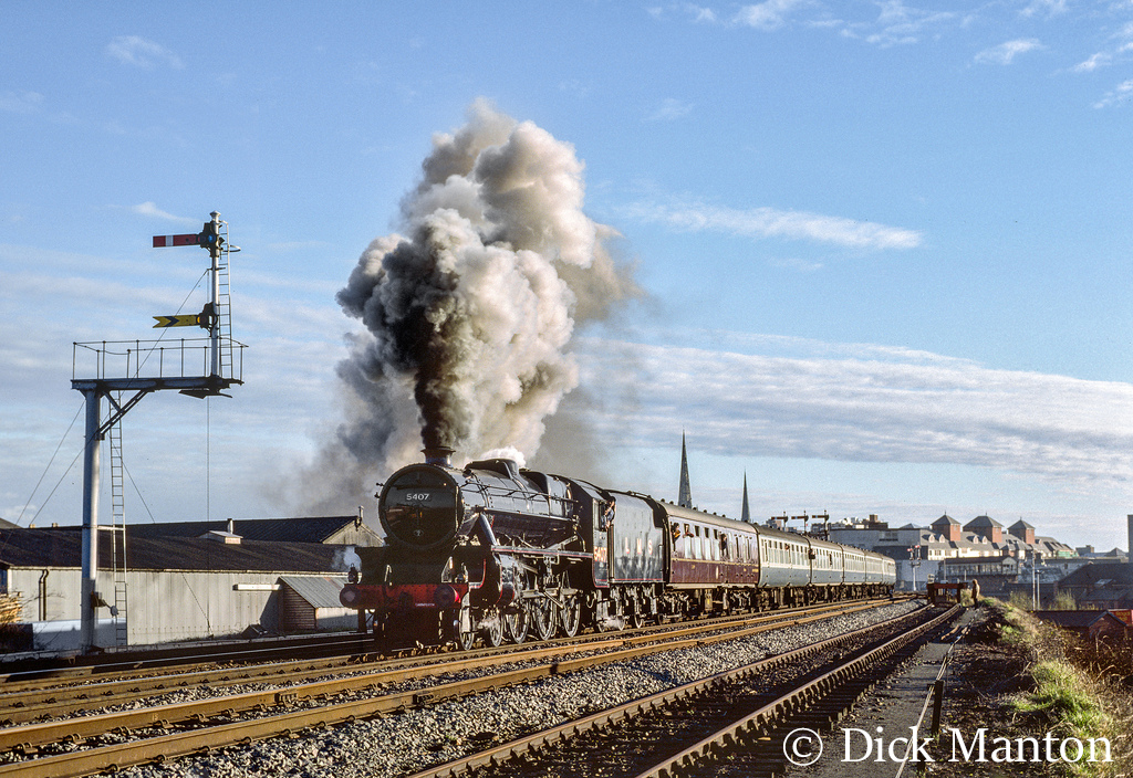 45407 leaving Shrewsbury for Crewe - April 1989.jpg