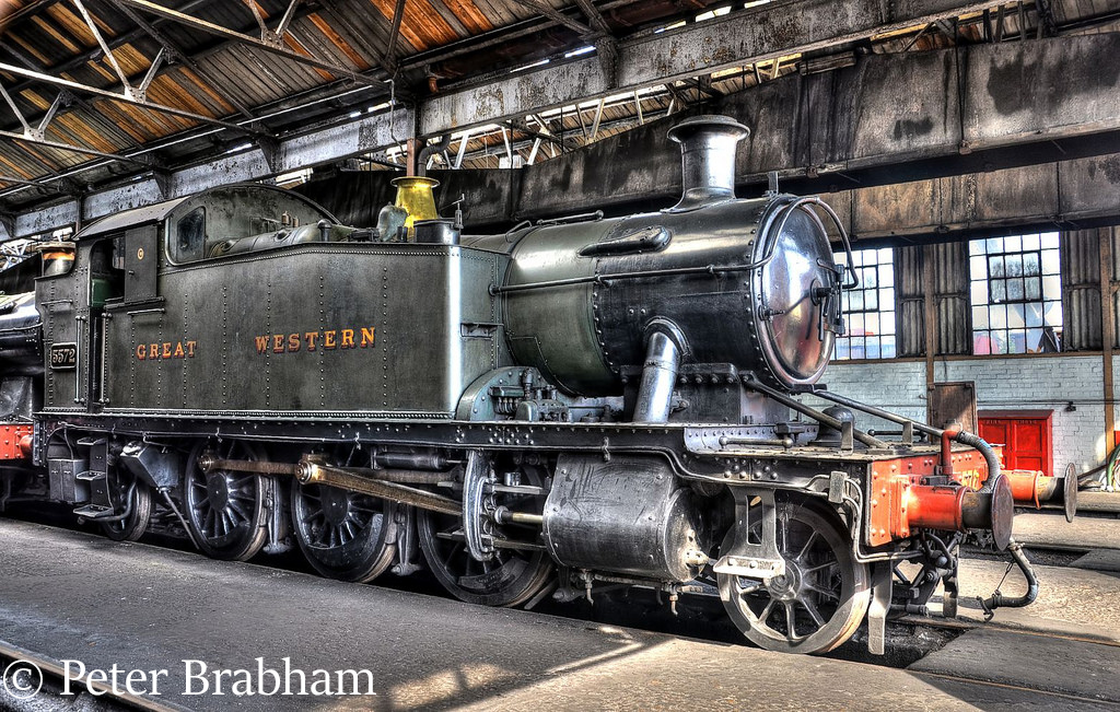 This image has an empty alt attribute; its file name is 5572-at-didcot-september-2012.jpg