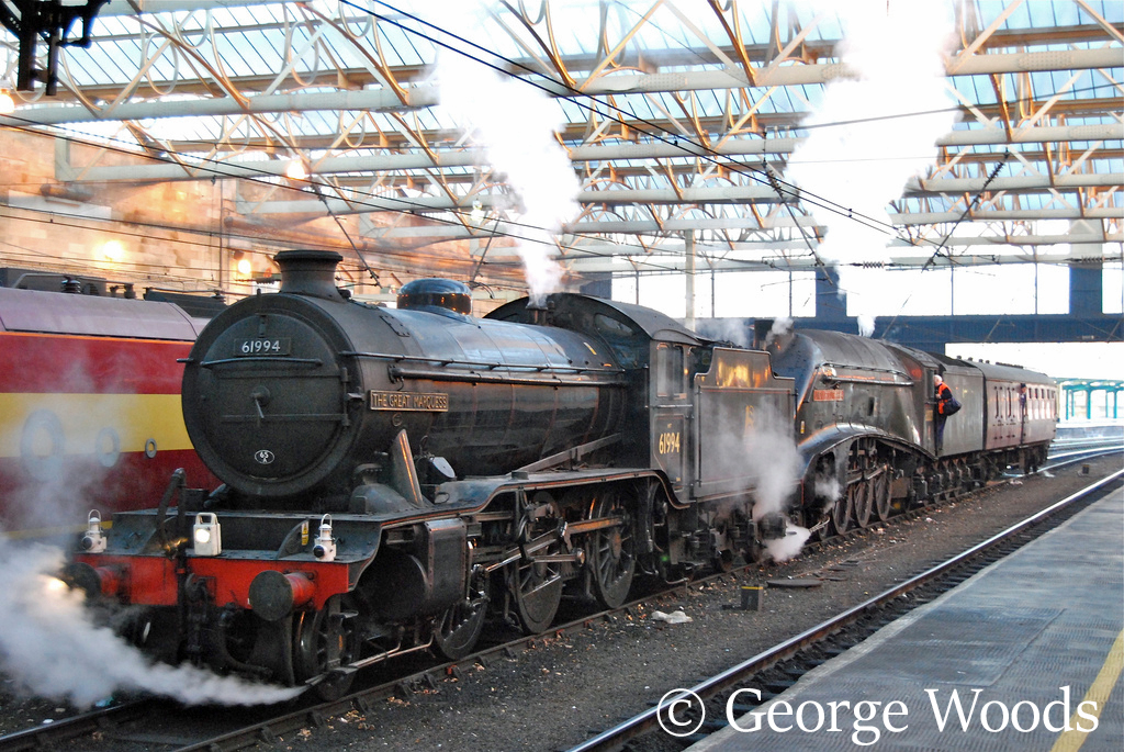 61994 The Great Marquess and 60009 Union of South Africa at Carlisle - December 2007.jpg