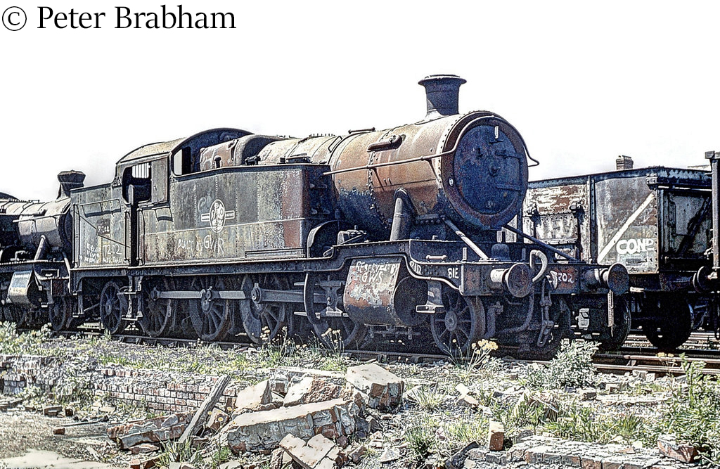 This image has an empty alt attribute; its file name is 7202-in-woodhams-scrapyard-at-barry-c1976.jpg