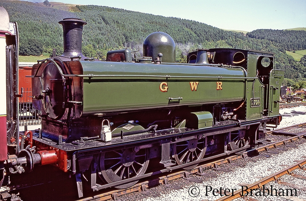 This image has an empty alt attribute; its file name is 7754-at-carrog-on-the-llangollen-railway-august-2004.jpg