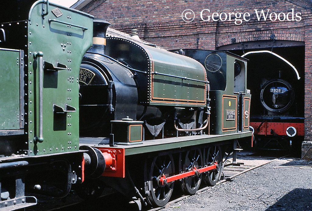 Kitson 5459 at Llangollen - July 1989.jpg
