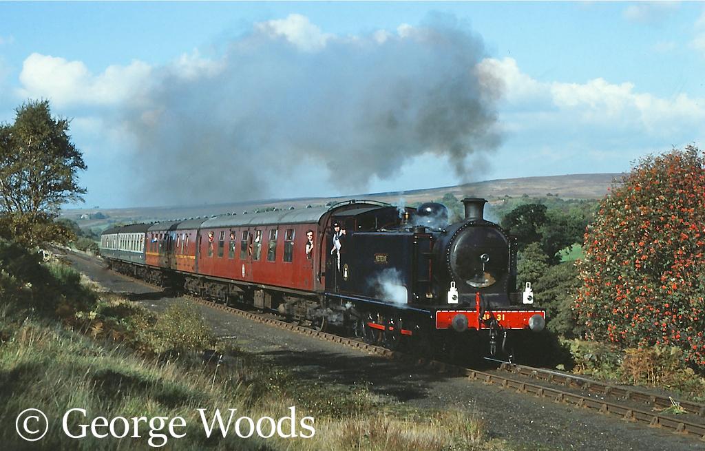 Robert Stephenson & Hawthorn 7609 on the North Yorkshire Moors Railway - October 1982.jpg
