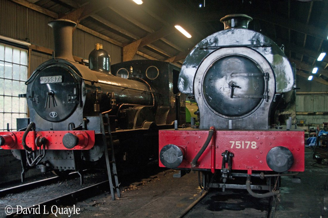 This image has an empty alt attribute; its file name is 2766-next-to-30587-at-bodmin-on-the-bodmin-wenford-railway-april-2018.jpg