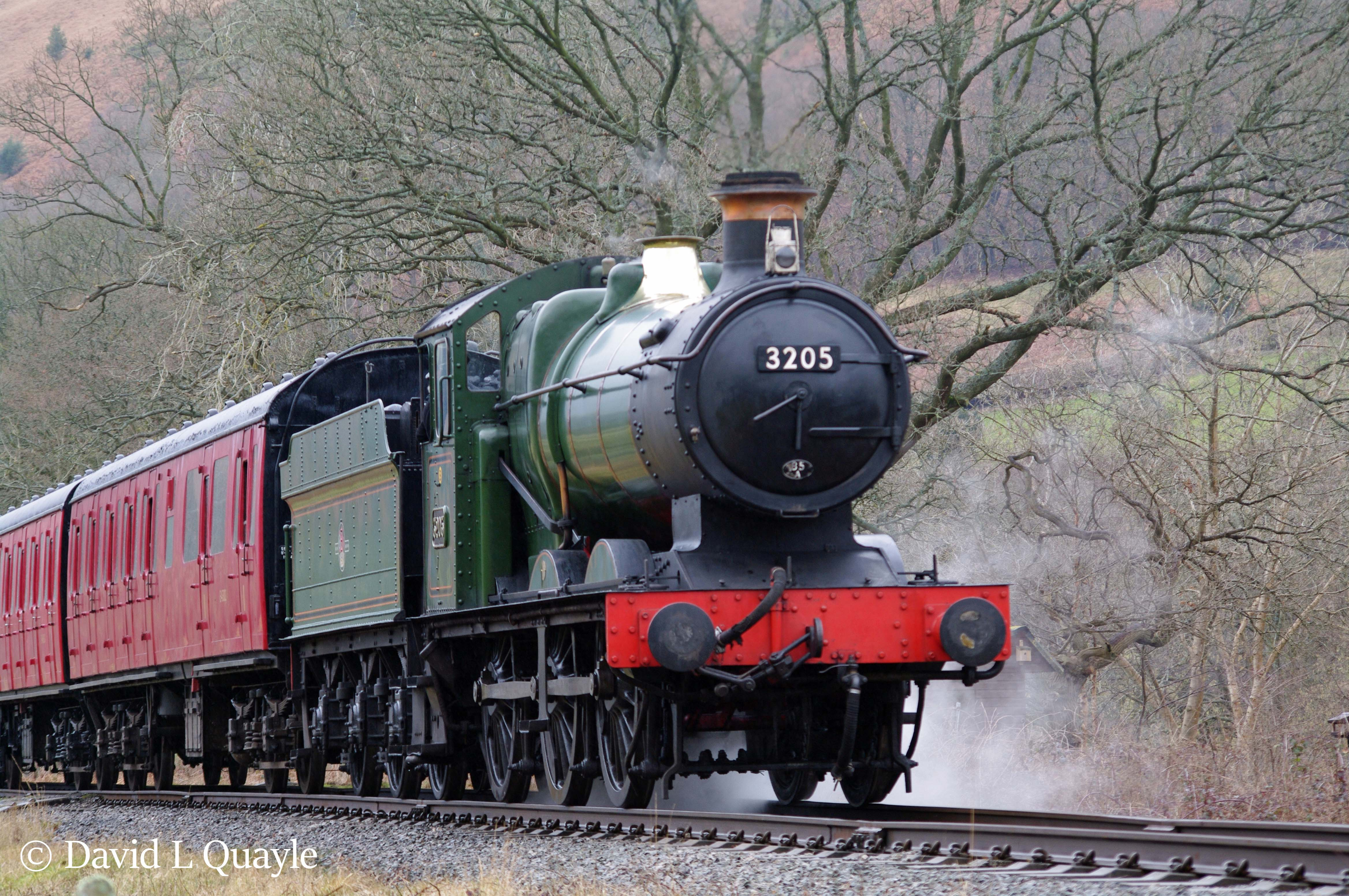 This image has an empty alt attribute; its file name is 3205-on-a-3p20-parcels-charter-on-the-llangollen-railway-march-2015.jpg