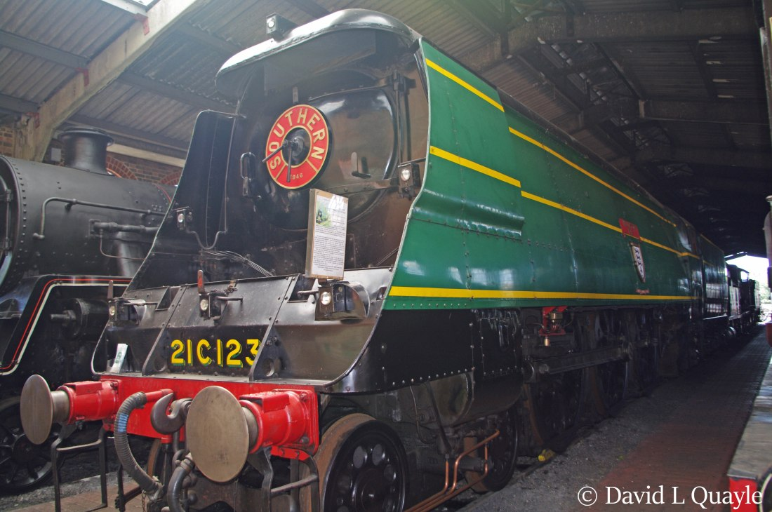 This image has an empty alt attribute; its file name is 34023-blackmoor-vale-at-sheffield-park-on-the-bluebell-railway-june-2012.jpg