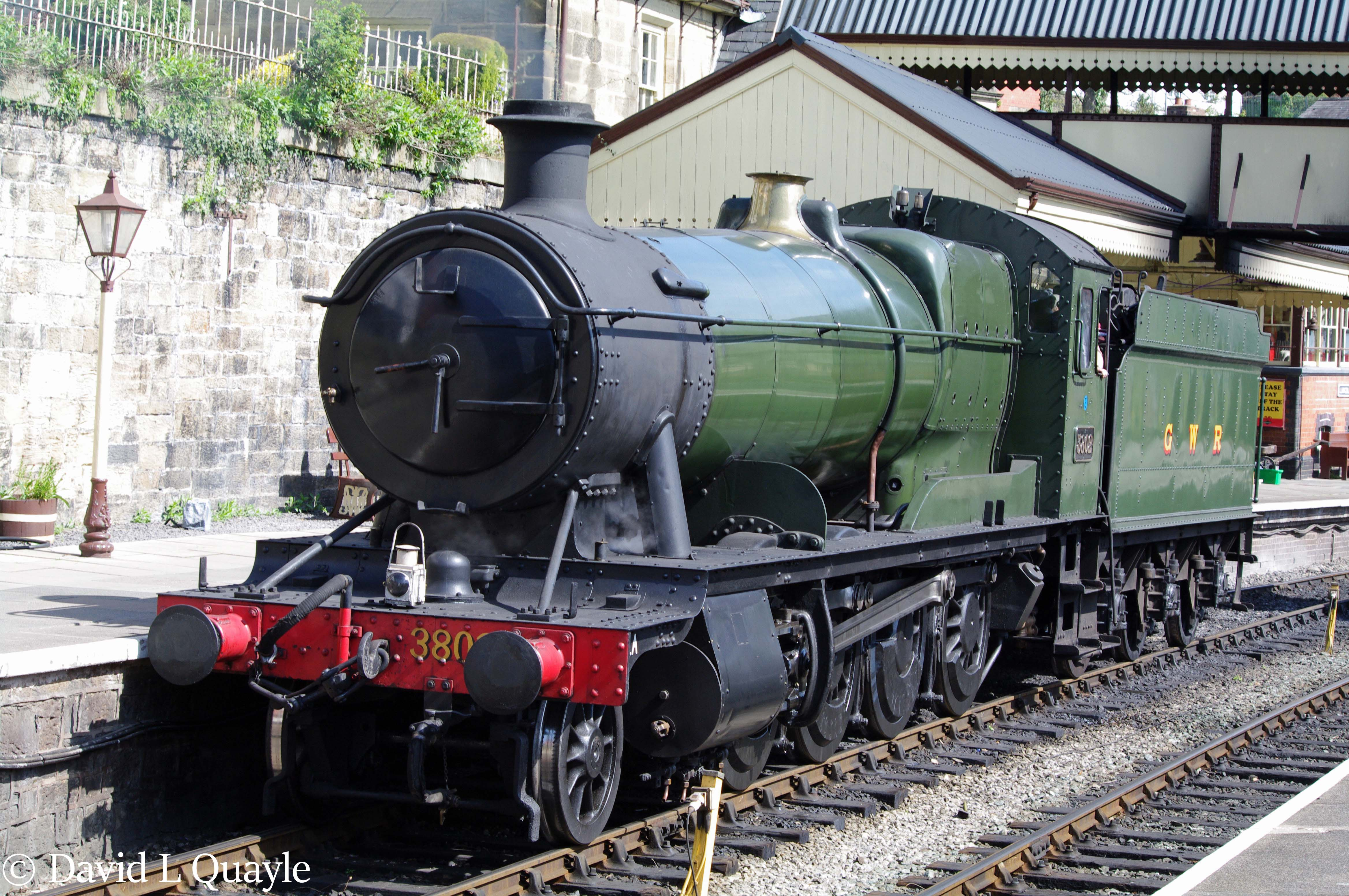 This image has an empty alt attribute; its file name is 3802-at-llangollen-april-2011-m.jpg