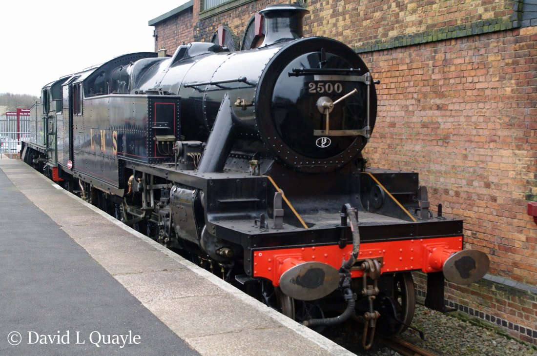 This image has an empty alt attribute; its file name is 42500-at-barrow-hill-roudhouse-march-2015.-the-locomotive-behind-42500-is-5164.jpg