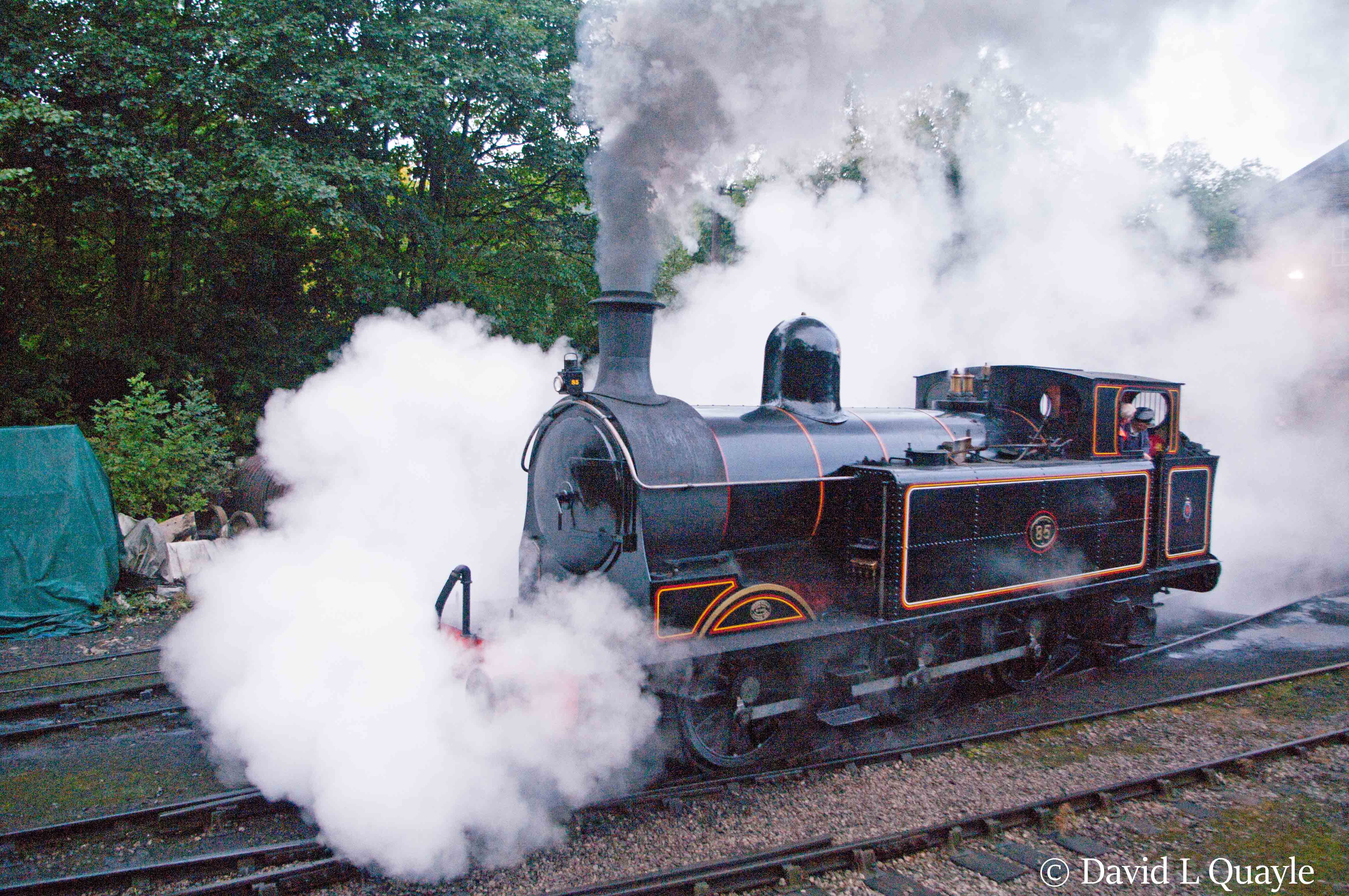 This image has an empty alt attribute; its file name is 426-at-haworth-on-the-kwvr-in-october-2016.jpg