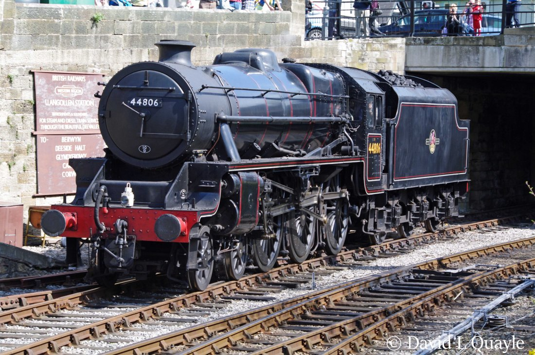 This image has an empty alt attribute; its file name is 44806-at-llangollen-april-2011.jpg