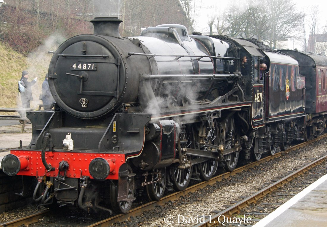 This image has an empty alt attribute; its file name is 44871-at-bury-on-the-east-lancashire-railway-january-2011.jpg