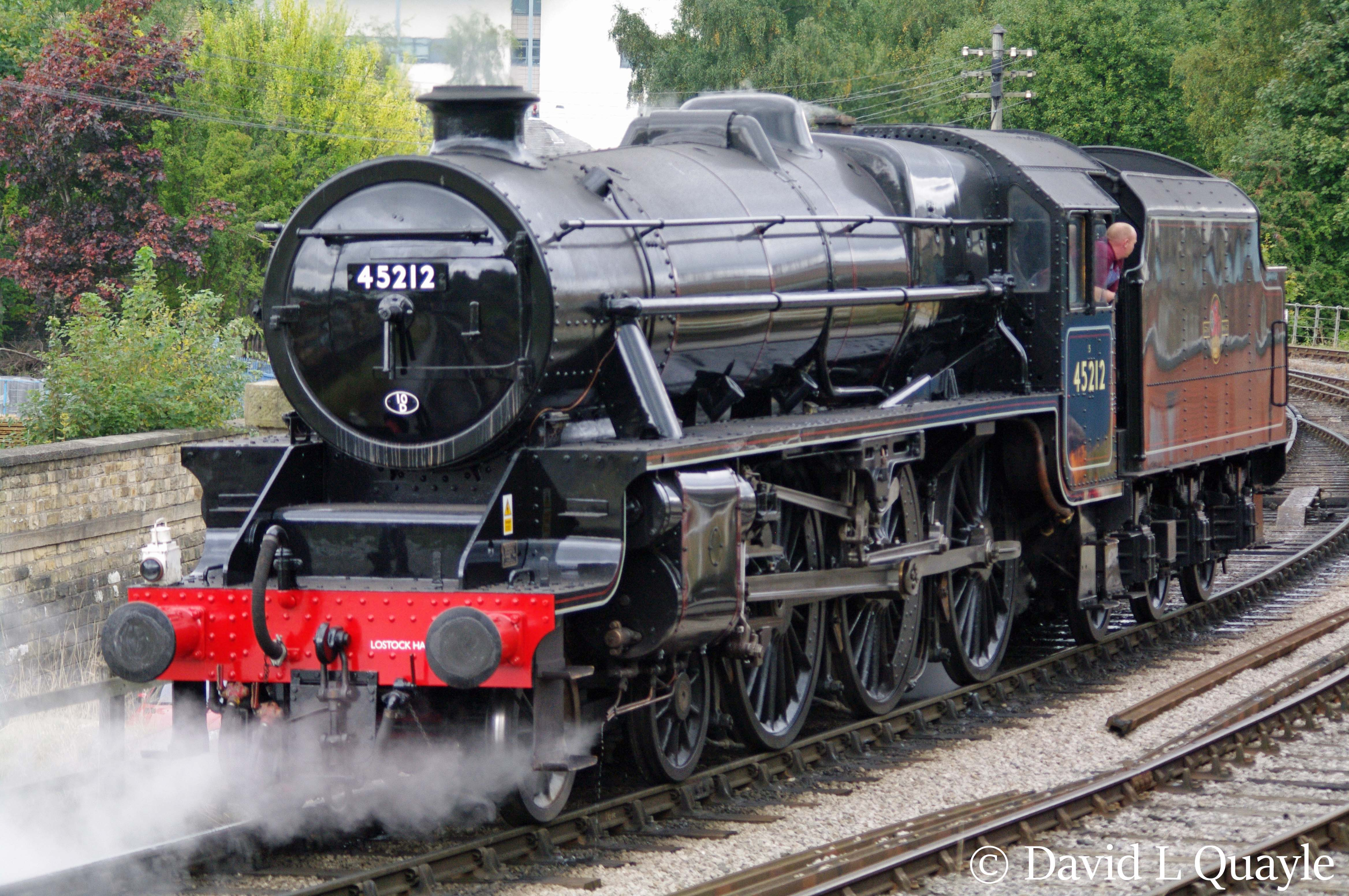 This image has an empty alt attribute; its file name is 45212-at-keighley-on-the-kwvr-october-2016.jpg