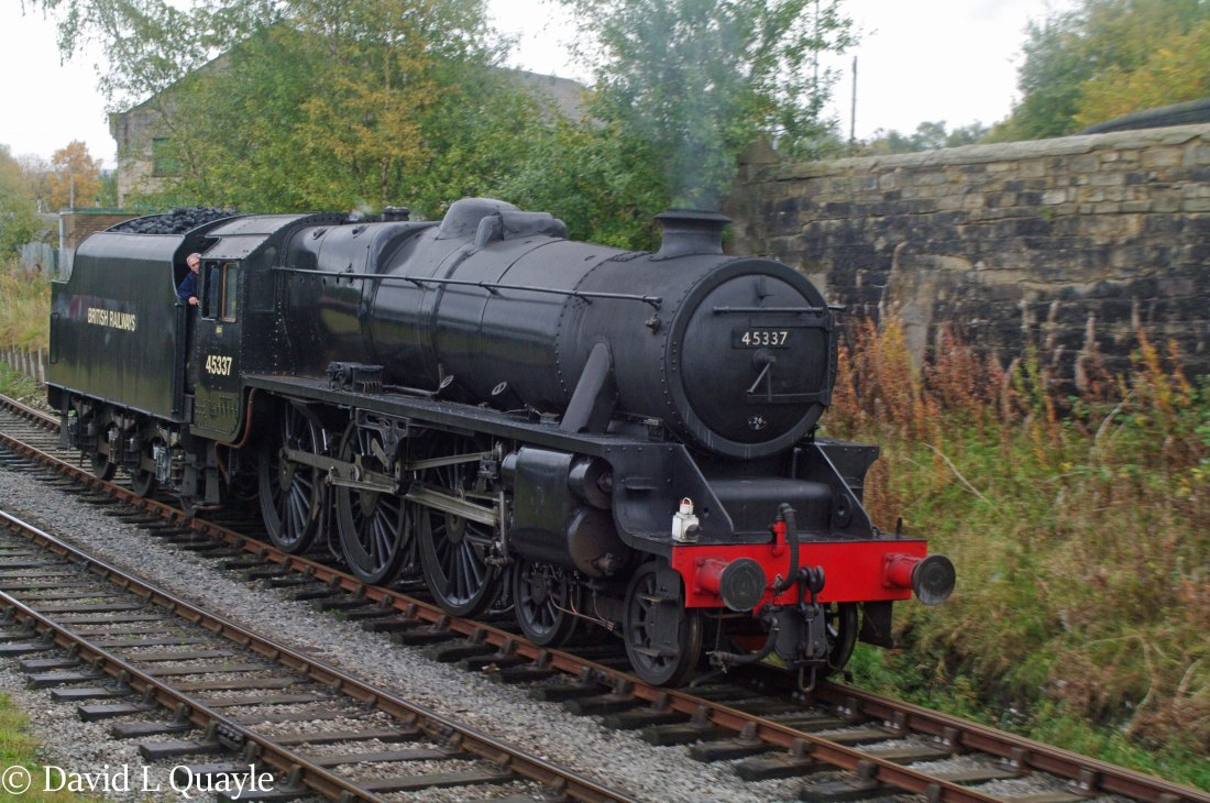 This image has an empty alt attribute; its file name is 45337-at-heywood-on-the-east-lancashire-railway-october-2010.jpg
