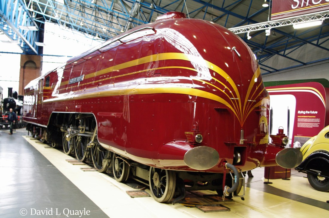 This image has an empty alt attribute; its file name is 46229-duchess-of-hamilton-at-the-national-railway-museum-at-york-after-having-streamlining-reapplied-january-2009.jpg