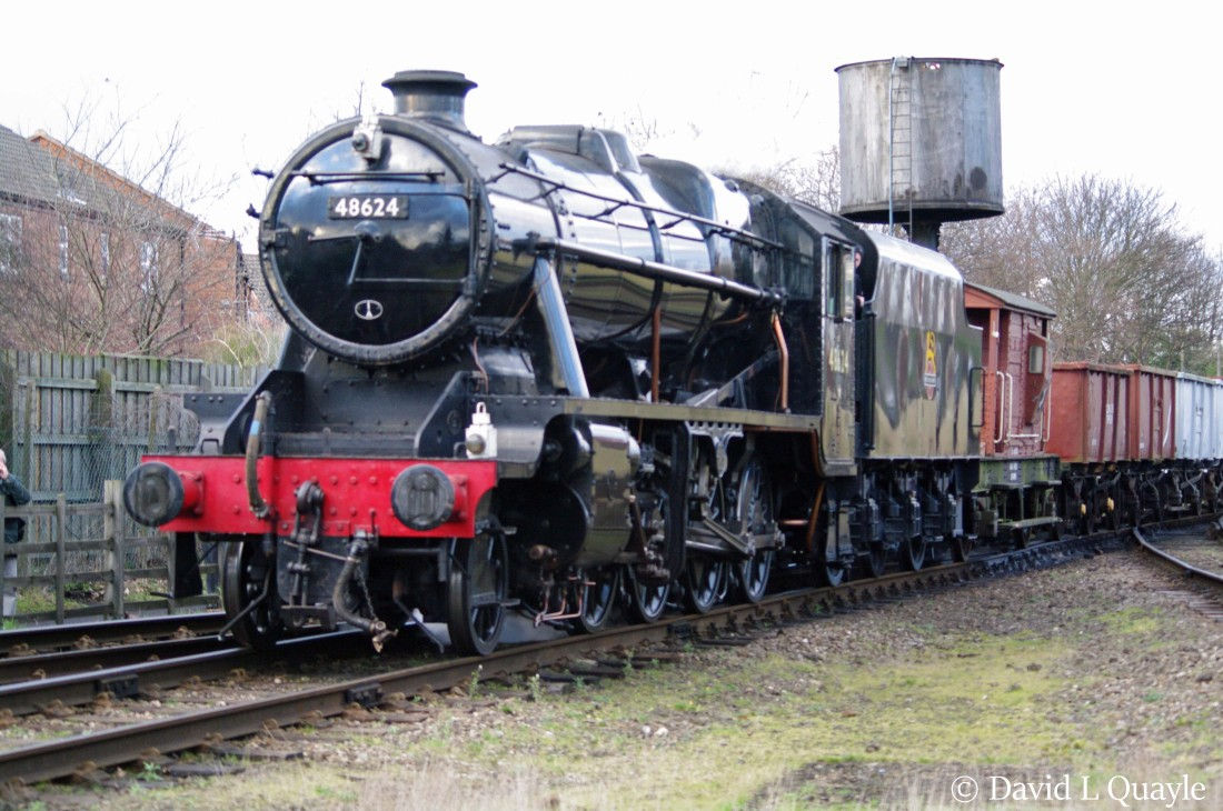 This image has an empty alt attribute; its file name is 48624-at-loughborough-on-the-great-central-railway-january-2016.jpg
