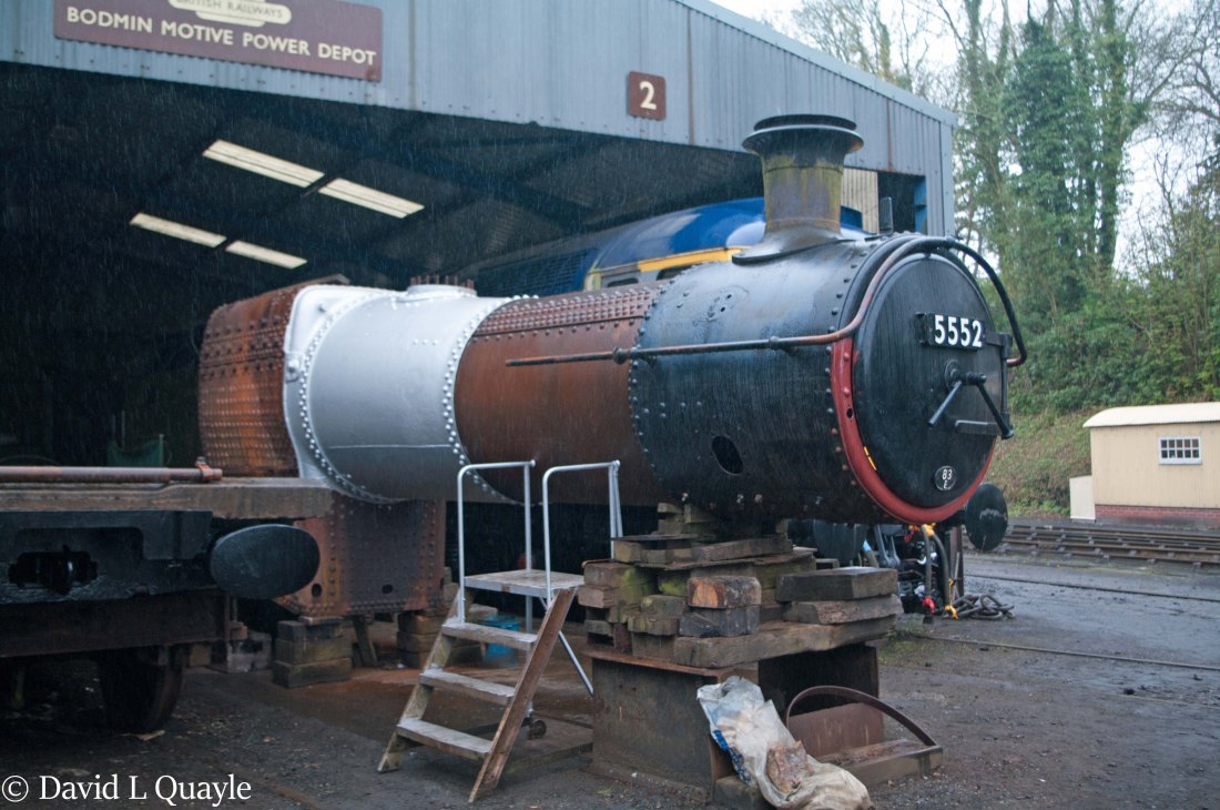 This image has an empty alt attribute; its file name is 5552-undergoing-overhaul-at-bodmin-on-the-bodmin-wenford-railway-april-2018.jpg