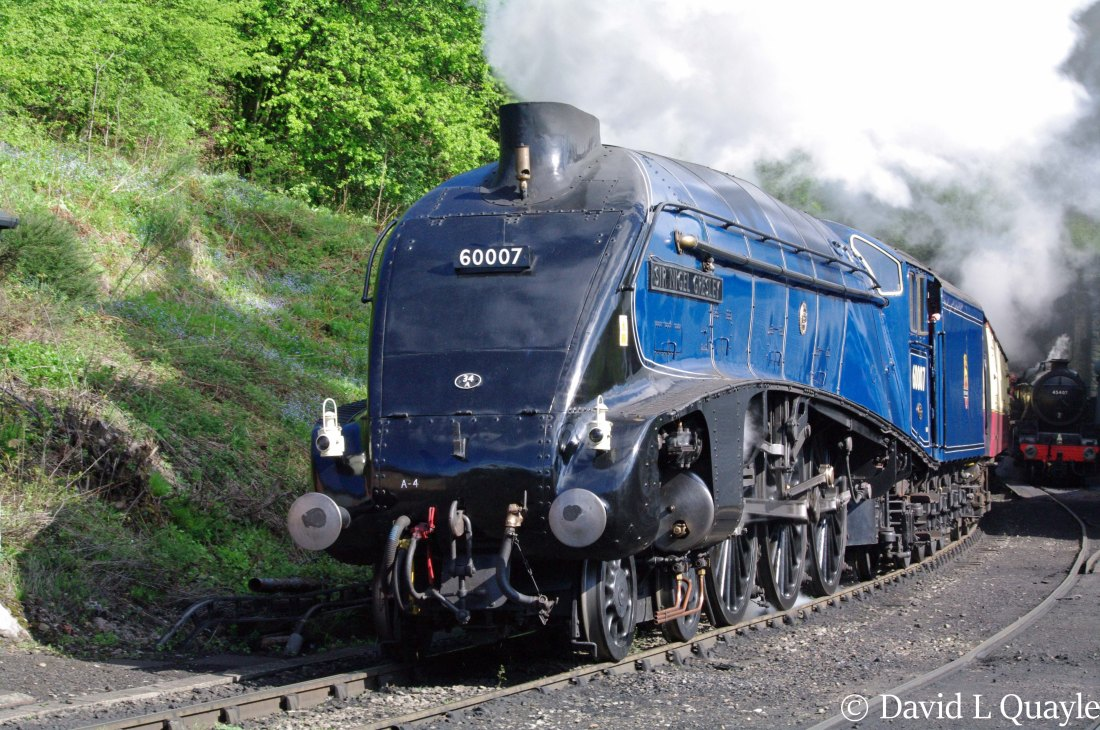 This image has an empty alt attribute; its file name is 60007-sir-nigel-gresley-at-grosmont-on-the-north-yorkshire-moors-railway-e28093-may-2013.jpg