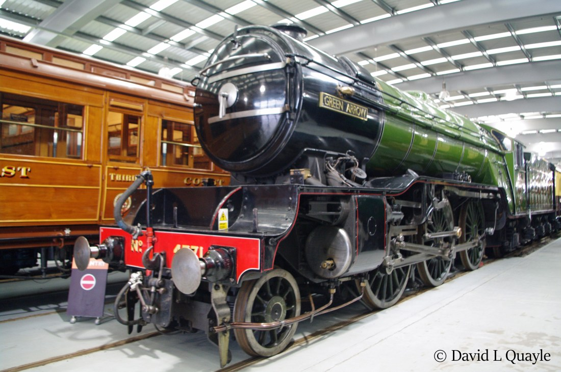 This image has an empty alt attribute; its file name is 60800-green-arrow-in-locomotion-at-shildon-january-2016.jpg