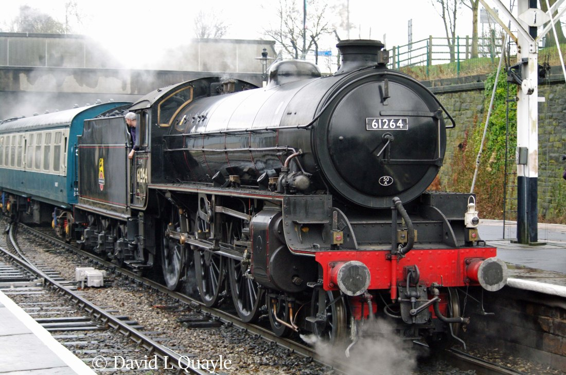 This image has an empty alt attribute; its file name is 61264-at-bury-on-the-east-lancashire-railway-january-2014.jpg
