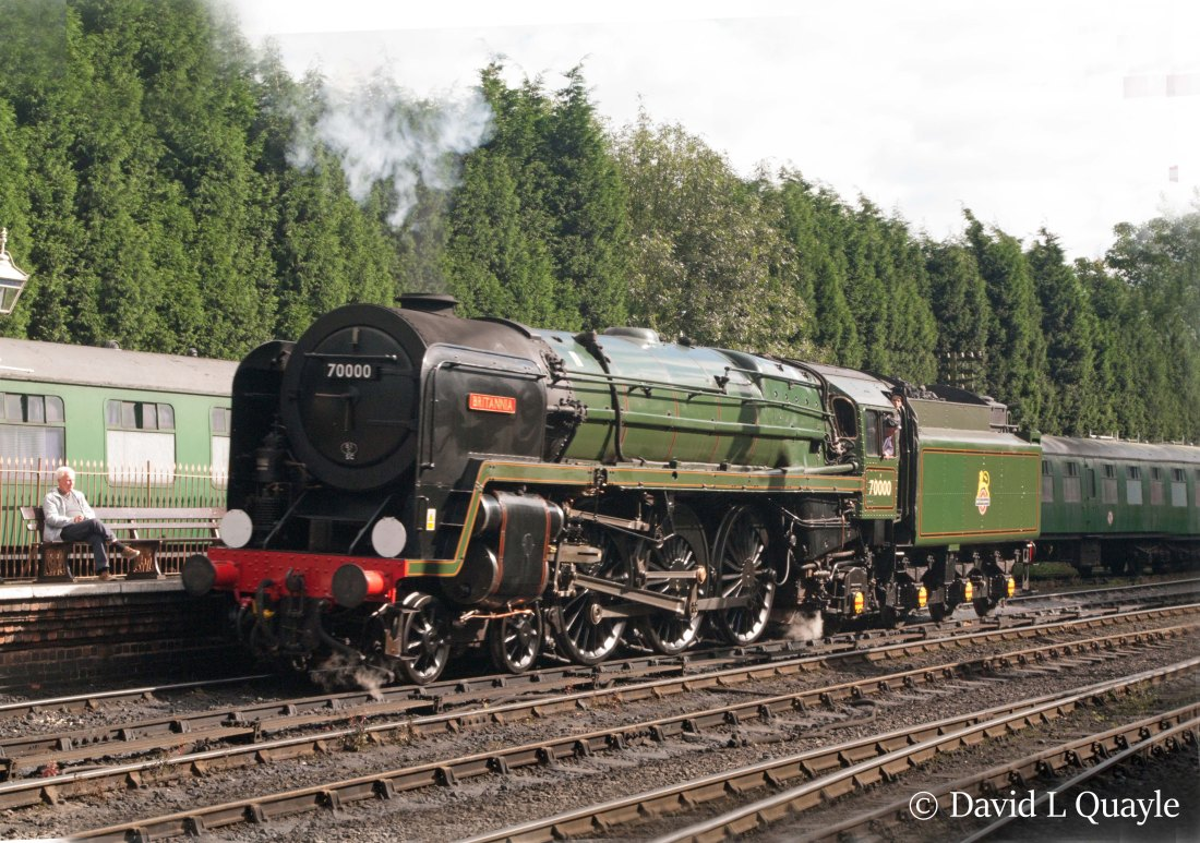 This image has an empty alt attribute; its file name is 70000-britannia-at-bridgnorth-on-the-severn-valley-railway-september-2015.jpg