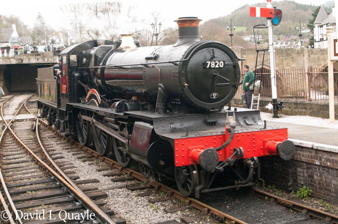 This image has an empty alt attribute; its file name is 7820-dinmore-manor-at-llangollen-april-2016.jpg