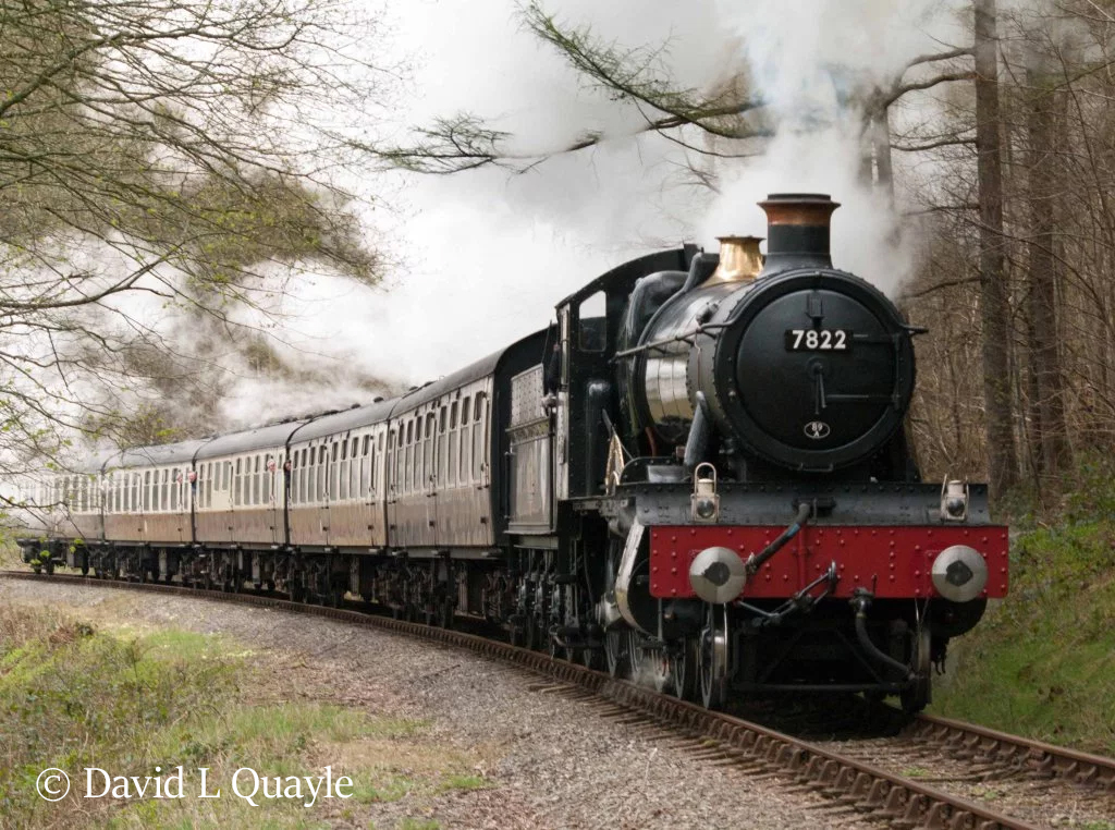 This image has an empty alt attribute; its file name is 7822-foxcote-manor-approaching-berwyn-tunnel-on-the-llangollen-railway-april-2016.jpg