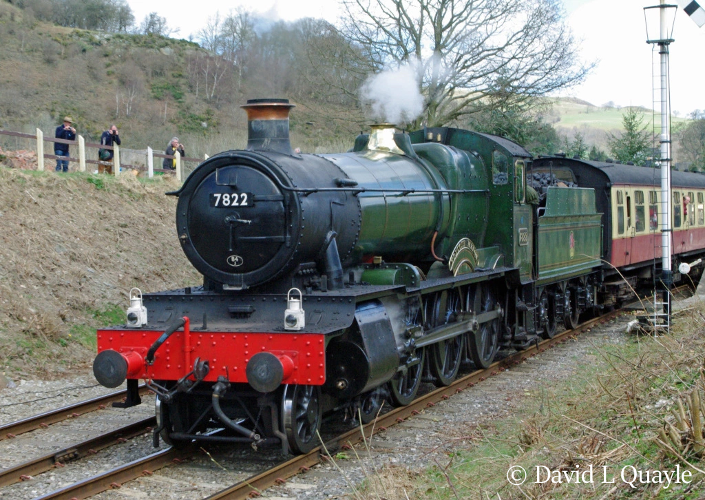 This image has an empty alt attribute; its file name is 7822-foxcote-manor-at-glyndyfrdwy-on-the-llangollen-railway-april-2013.jpg