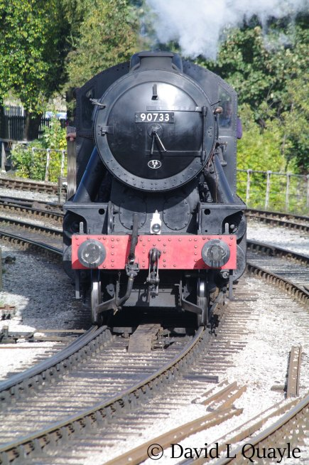 This image has an empty alt attribute; its file name is 90733-at-keighley-on-the-keighley-worth-valley-railway-october-2014.jpg