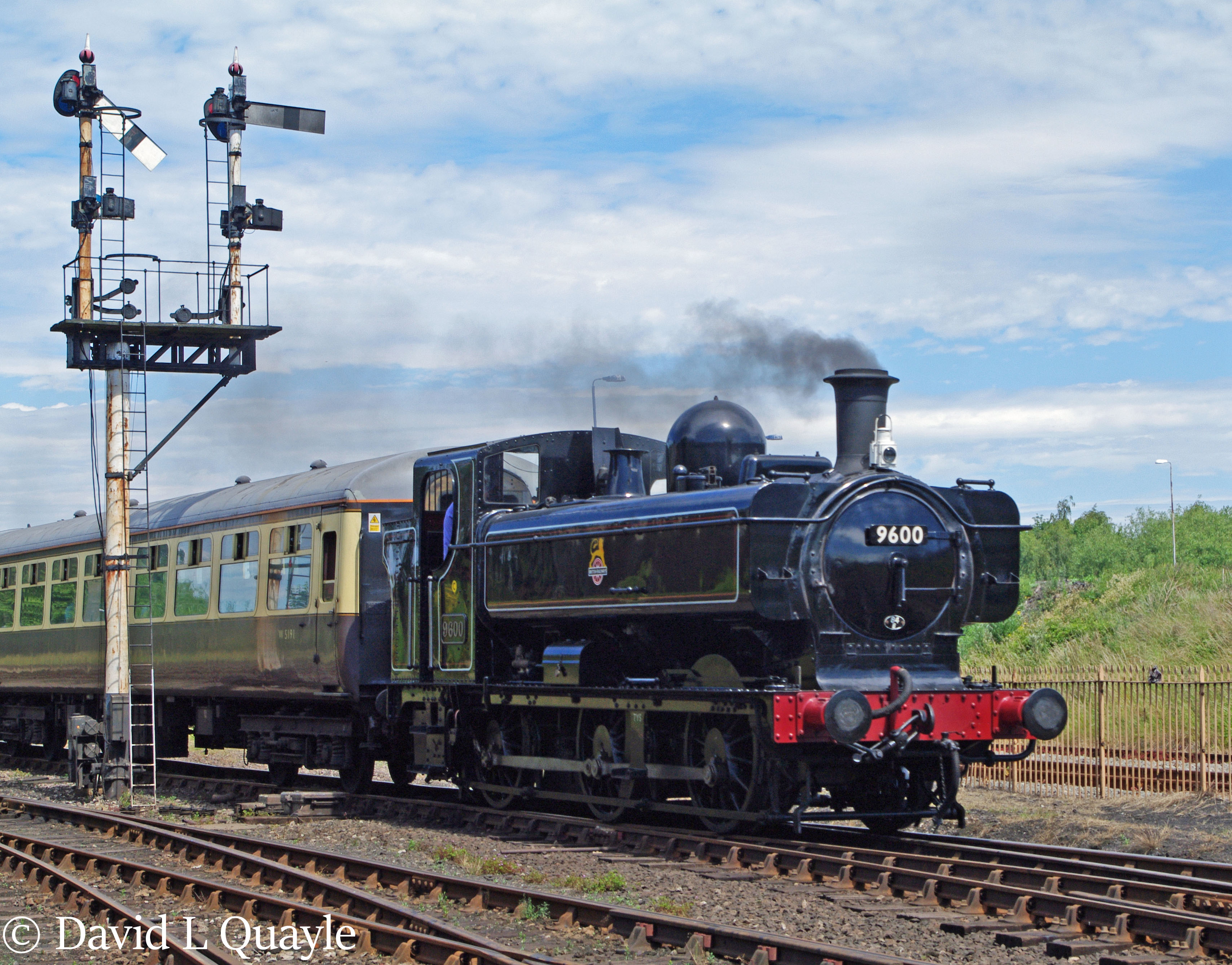 This image has an empty alt attribute; its file name is 9600-at-tyseley-june-2011.jpg