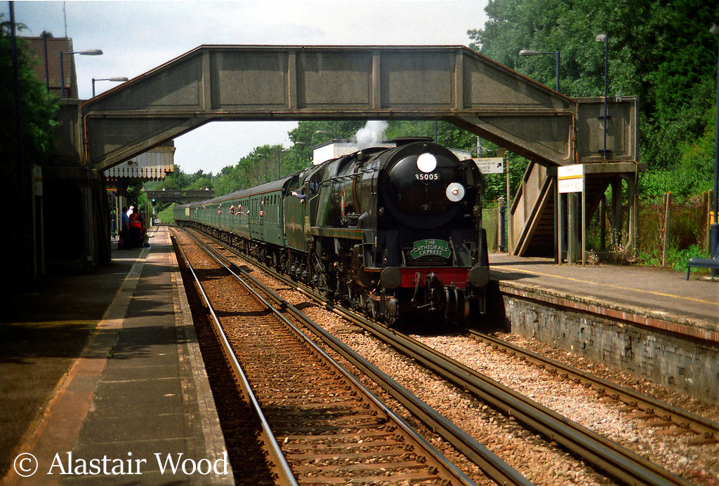 This image has an empty alt attribute; its file name is 35005-canadian-pacific-passes-through-bearsted-station-en-route-to-asford-late-1990s.jpg