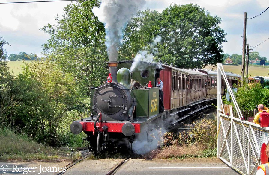 This image has an empty alt attribute; its file name is 31556-running-as-rod-5753-arriving-at-rolvenden-on-the-kent-east-sussex-railway-june-2011.jpg