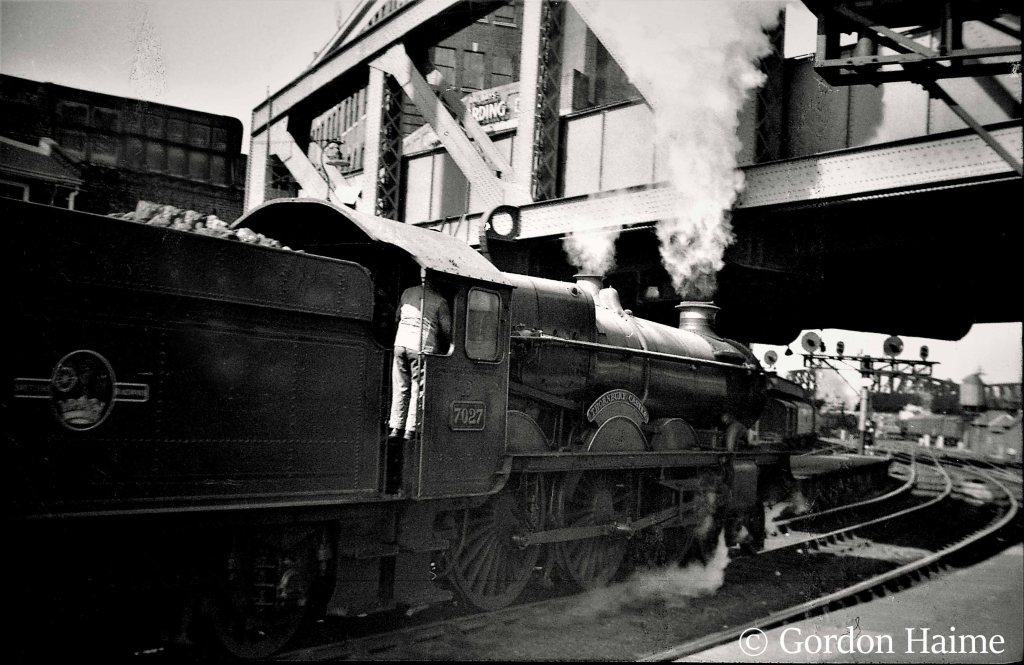 This image has an empty alt attribute; its file name is 7027-thornbury-castle-at-paddington-sometime-in-the-1960s.jpg