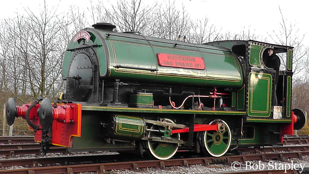 This image has an empty alt attribute; its file name is peckett-2153-at-the-stephenson-museum-site-middle-engine-december-2013.jpg