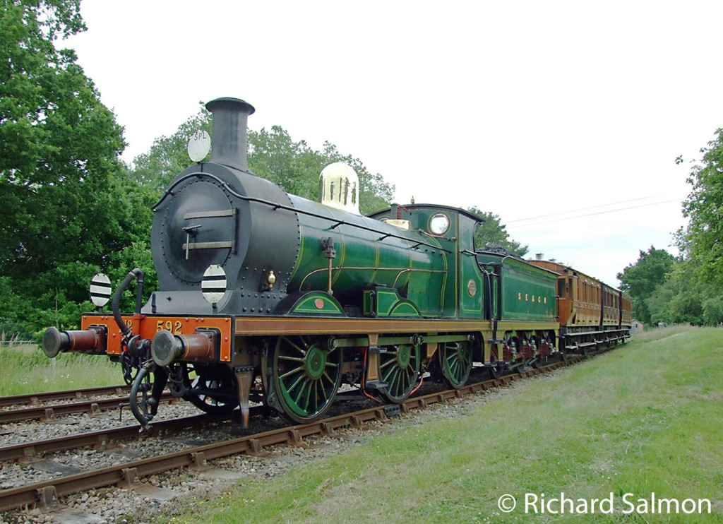 This image has an empty alt attribute; its file name is 31592-with-three-restored-lcdr-carriages-on-the-bluebell-railway-june-2016.jpg